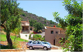 Parking lot and villas (4) and (5)